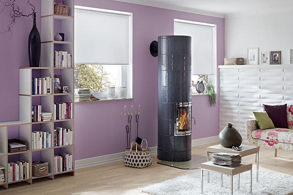Hark houtkachel in kleurrijk interieur